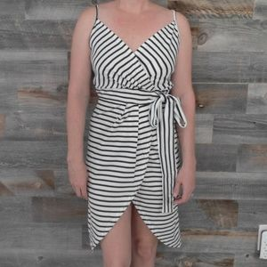 Dresses & Skirts - Black and white strappy dress, size L